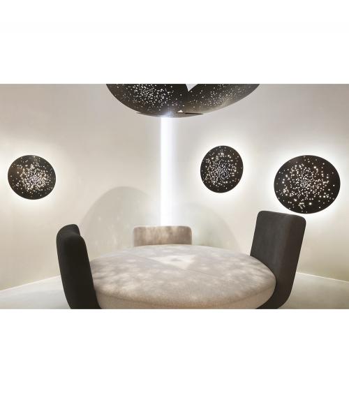Aplique Lente F46 de pared de 60 y 90 cm de diámetro en color negro y lámpara Lens de techo negra. Fabbian