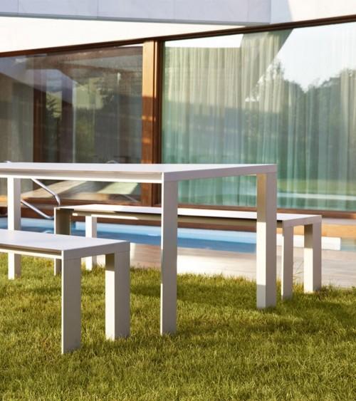 Mesa y banco Deneb estructura blanca y tapa HPL. Stua
