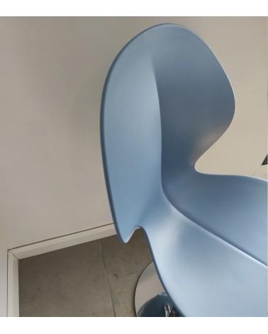 Taburete Basil estructura cromada y asiento sky blue mate. Calligaris